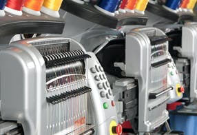 Máquinas de bordar modulares multi-cabeças - Melco